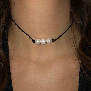 Jewelry - 3 pearl, black choker